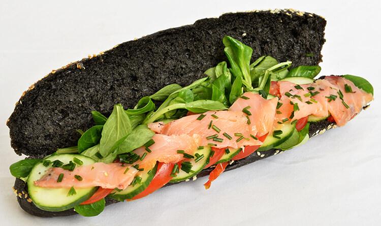 Pain noir au saumon