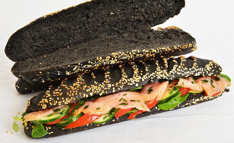 Sandwich noir au saumon